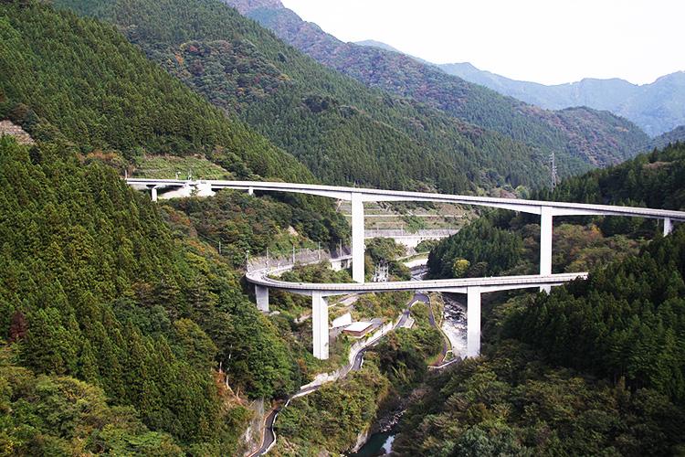雷電廿六木(らいでんとどろき)橋(ループ橋)